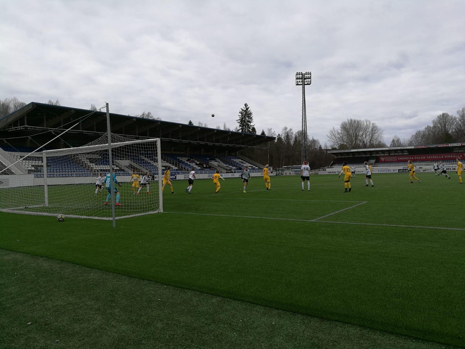 A-pojat lahjoitti pisteet Turkuun